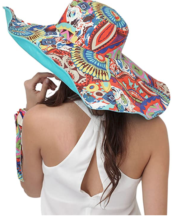 Stylish hat that offers remedies against mosquito bites